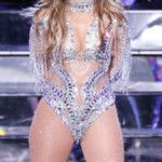 forget-the-billboard-awards-jennifer-lopezs-las-vegas-show-was-the-place-to-be-4