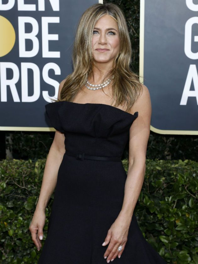jennifer-aniston-sends-friends-fans-into-meltdown-with-sweet-snaps-with-courteney-cox-and-lisa-kudrow