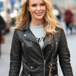 amanda-holden-stuns-in-cheeky-snap-as-she-poses-topless