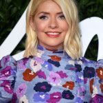 holly-willoughby-stuns-in-glowing-bikini-pic-after-enjoying-sun-soaked-festive-getaway